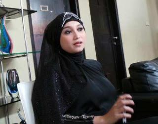 Foto Septi Sanustika Istri Ahmad Fathanah