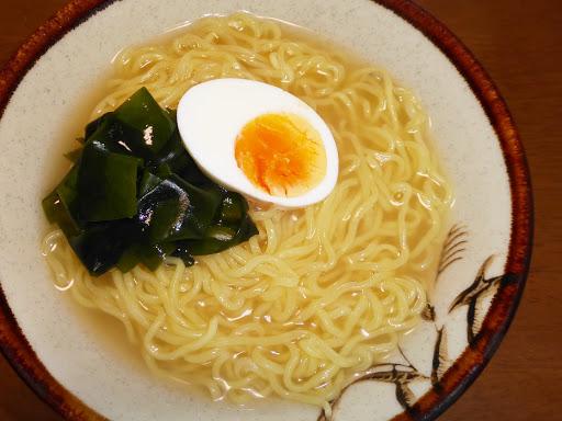 【サンヨー食品】サッポロ一番グリーンプレミアム 0(ゼロ) だしのきいた海鮮ラーメン