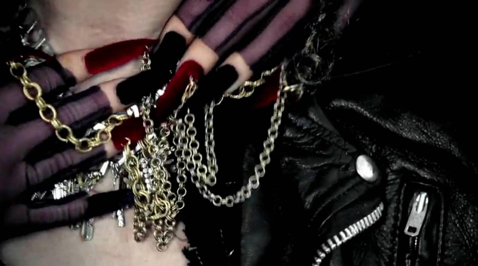 http://4.bp.blogspot.com/-l4tPutyiERs/TeHqZnWJvlI/AAAAAAAAAQ4/3Sl0vcrEFUc/s1600/Gaga+JUDAS+3.jpg