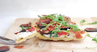 http://4.bp.blogspot.com/-l50kN33vkBg/TmiOf_uAKnI/AAAAAAAAD50/Nal4TVpMOXQ/s640/pizza.queso.jamon.higos.jpg