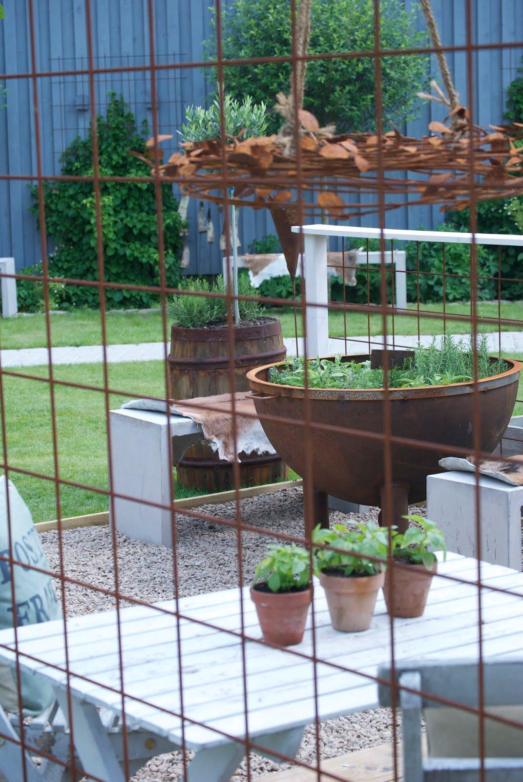Cattis och Eiras Trädgårdsdesign: Skapa väggar i trädgården II
