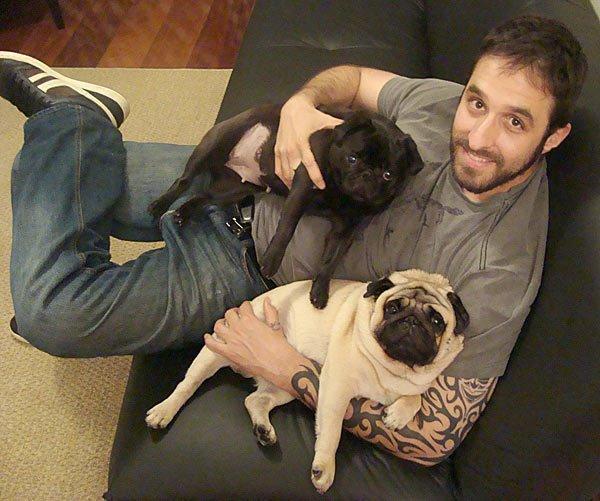 Rafinha Bastos com seus cachorros