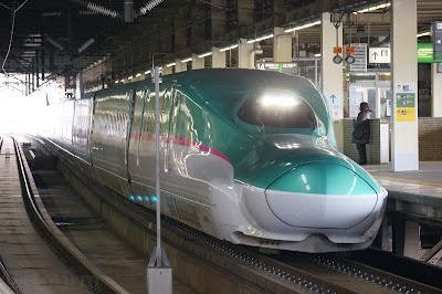 大宮駅停車中のJR東日本E5系新幹線