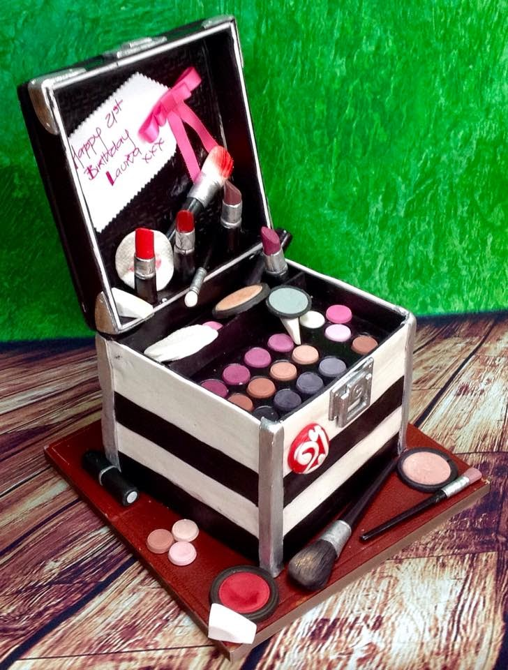 The Perfectionist Confectionist: Laura - Make Up Artist Case Cake