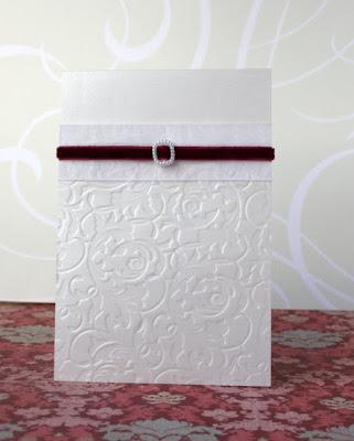 Свадебное приглашение с бордовой бархатной лентой