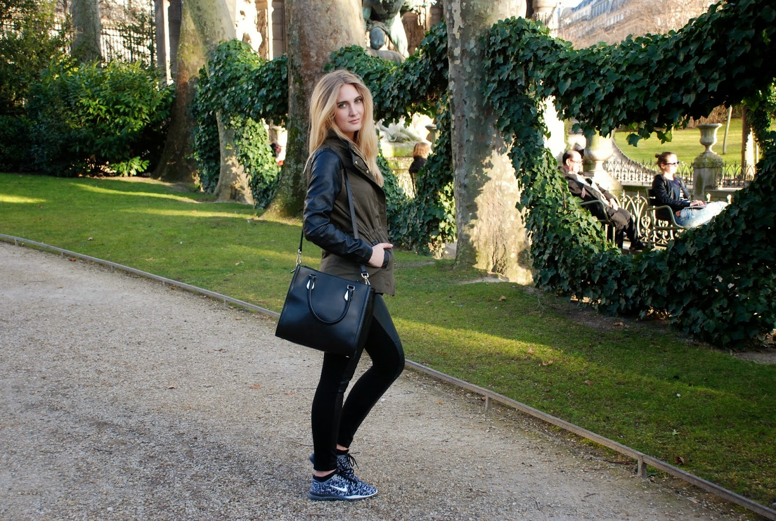 Polished Cats: Outfit - Casual in Jardin du Luxembourg