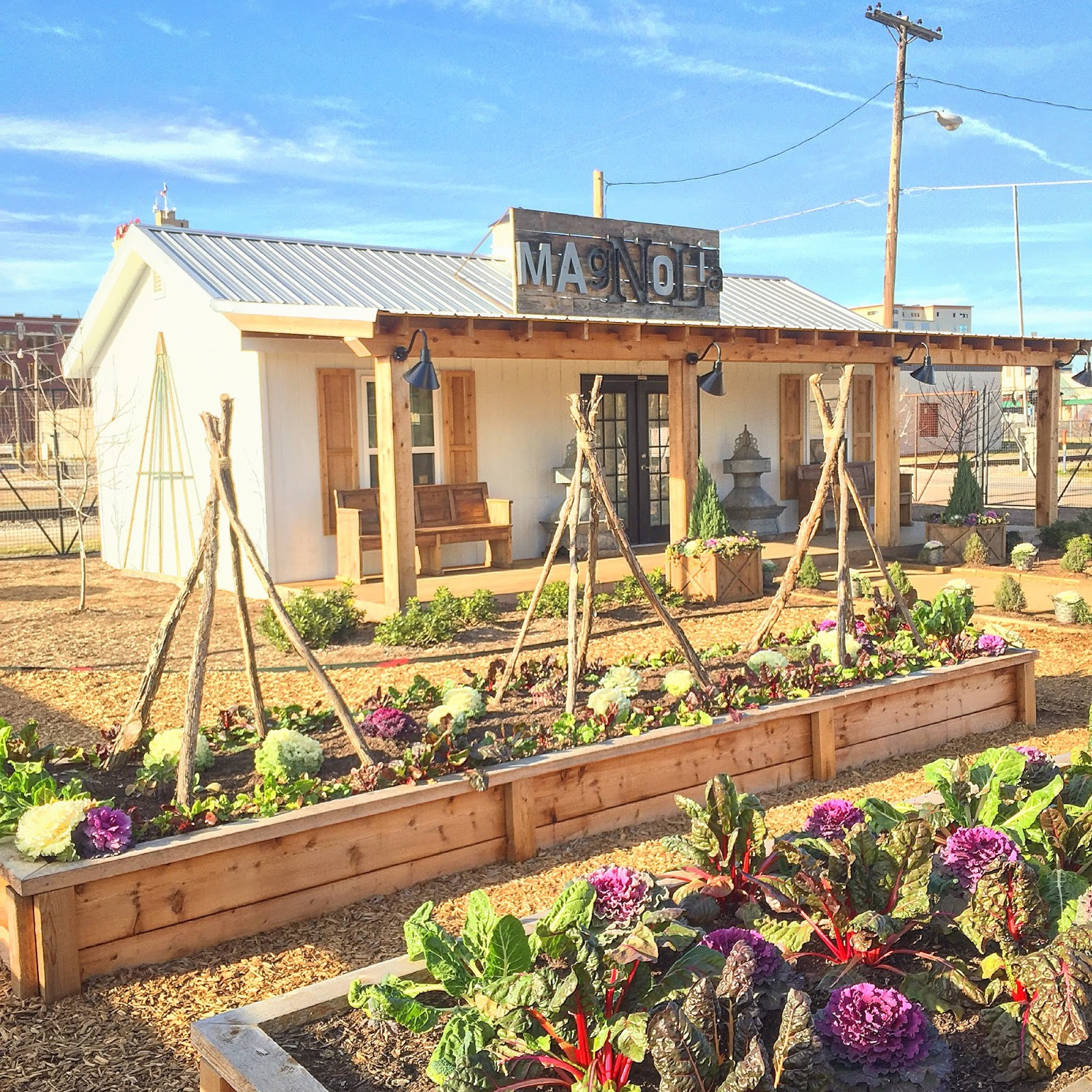 5 things to know before you visit magnolia market rachel for Magnolia farmhouse