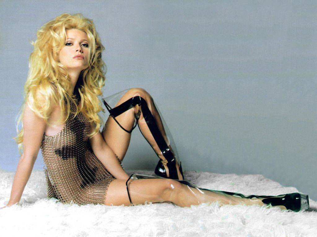 http://4.bp.blogspot.com/-l6FUcVahk4o/Tir6fwVcLpI/AAAAAAAACtE/wmWvCcZlydY/s1600/Gwyneth_Paltrow_wallpapers_long_leg_nice_body_cut.jpg
