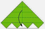 Bước 8: Gấp góc trên tờ giấy xuống phía dưới giống như  bước 5 đến bước 7.