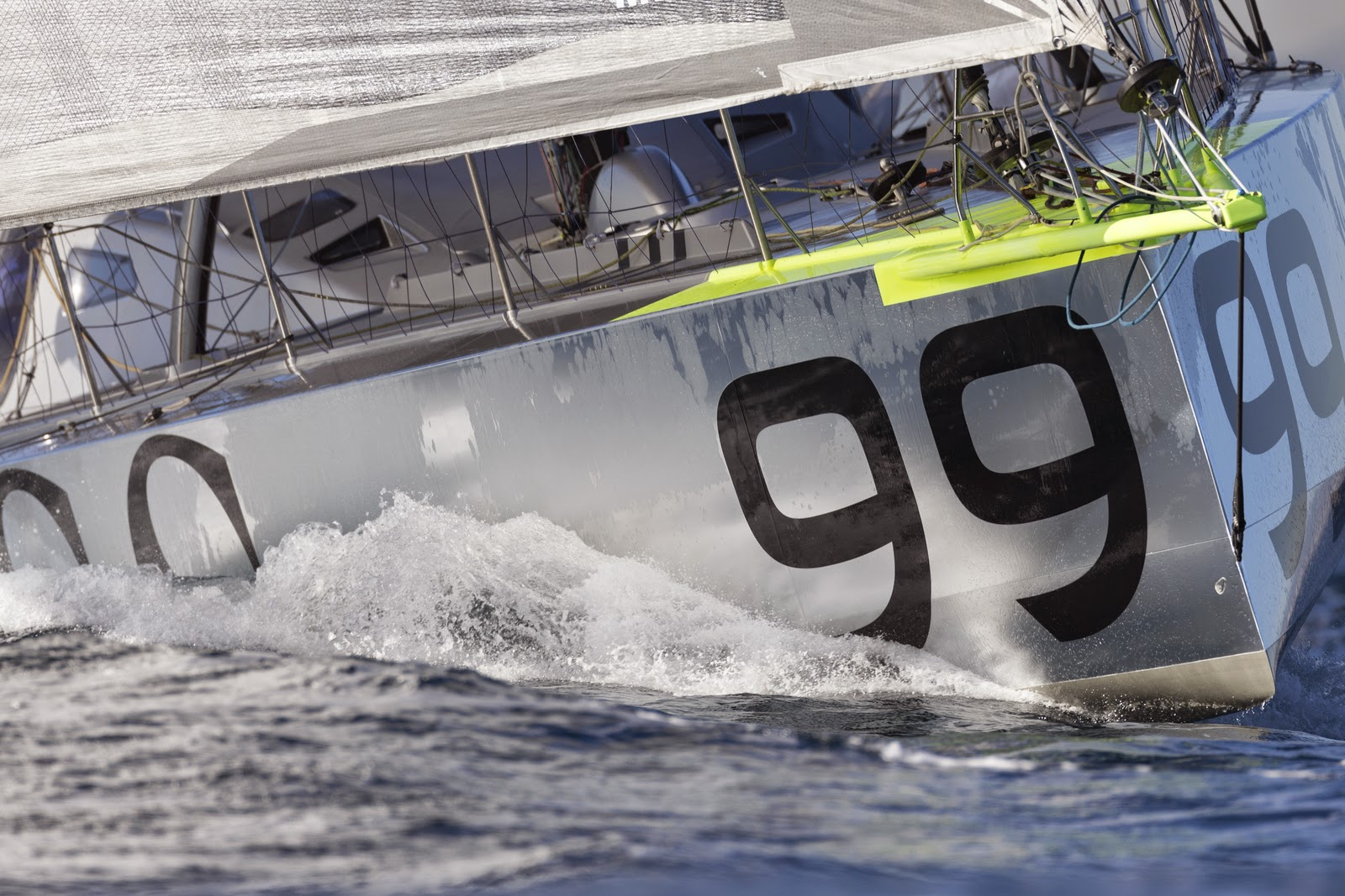 Hugo Boss a démâté sur la Barcelona World Race