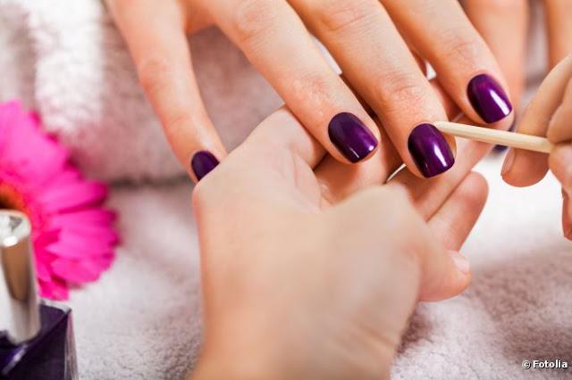 limpando as unhas
