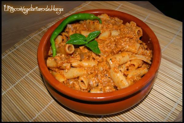 Macarrones con salsa boloñesa vegana