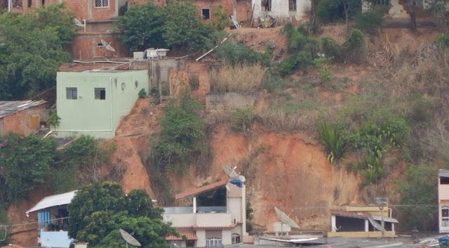 """""""Derretimento"""" das encostas de Bom Jesus do Itabapoana avança sob omissão do poder público municipa"""
