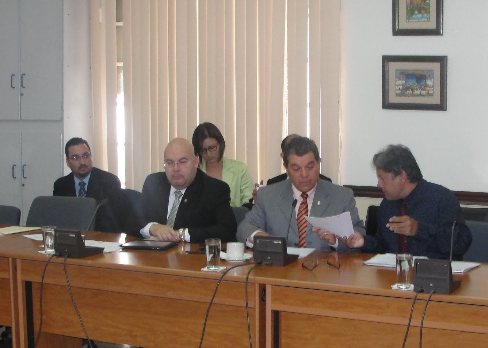 La voz liberacionista comisi n libertaria solicitar for Ministerio de migracion