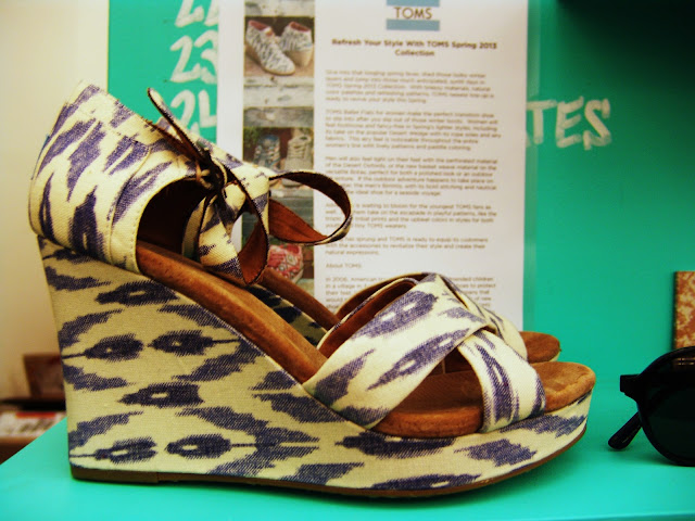 How great are these ikat printed TOMS