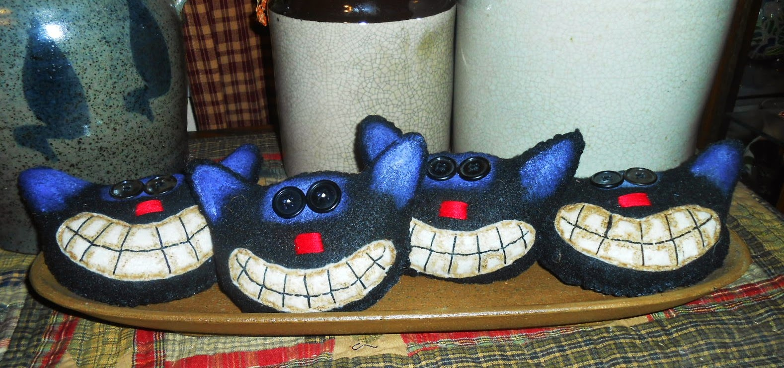 4 BLACK FELT CAT ORNIES