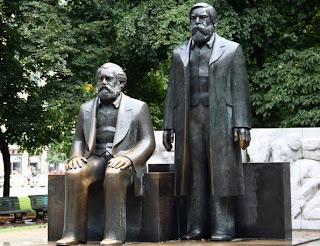 Estatua Marx y Engels Berlín Alemania