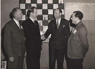 Los ajedrecistas Ulvestad, A. Dake y G. Koltanowski en 1947