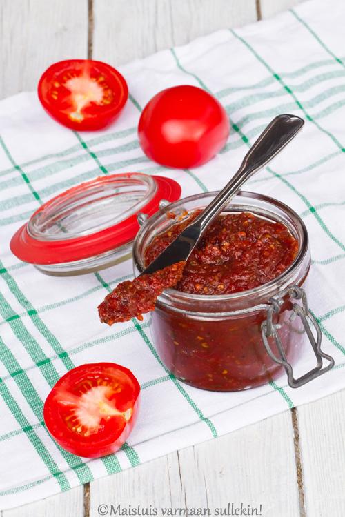 Uunissa paahdettu tomaattihillo