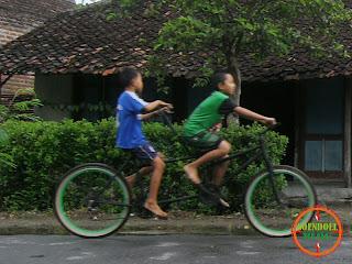 Foto Anak Bermain Sepeda 2 in 1