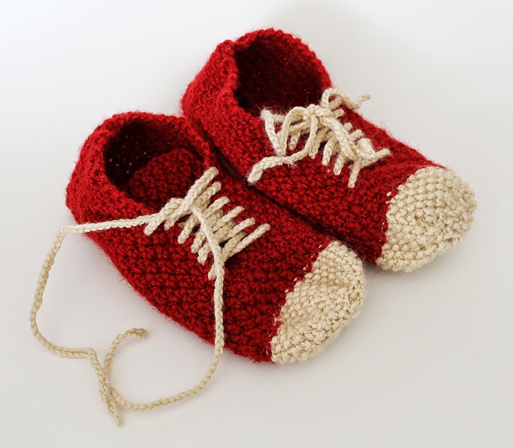 Artistic Life: Knitted Sneaker Slippers