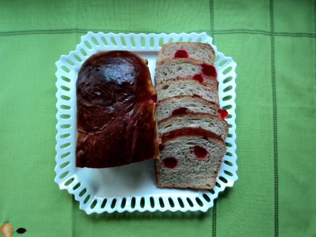 Pan Sally Lunns con cerezas, receta casera