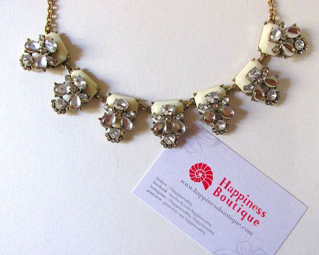 Pretty Daisy Statement Necklace, Happiness Boutique Review