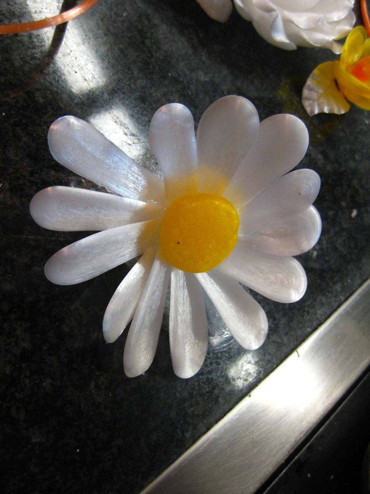 Red white and cordon bleu may 2013 a pulled sugar daisy one of four flowers the chef taught us how to pull izmirmasajfo