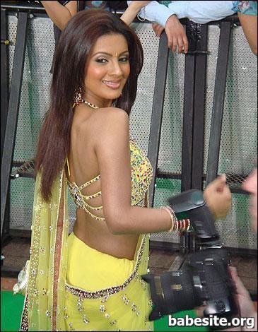Geeta Basra hot in yellow dress at iifa, Geeta Basra sexy back, Geeta Basra backless photos