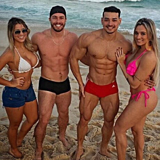 Felipe Franco e Juju Salimeni foram à praia com Iara Santos Thiago Satriani. Foto: Arquivo pessoal