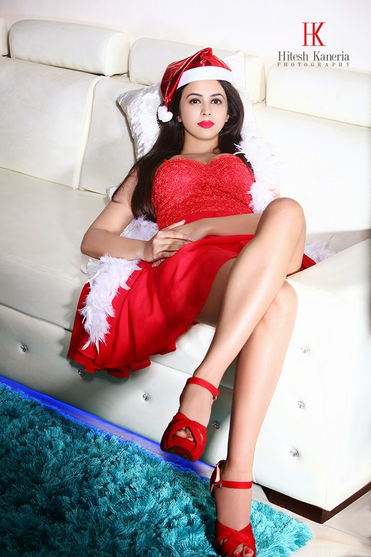 Shobhita Rana Santa Look Photos