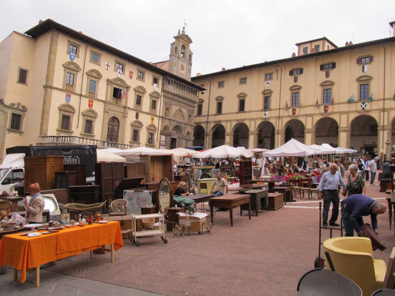 Rosso antico mercatino antiquariato di arezzo for Mercatino antiquariato