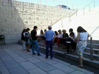 El #MandaracheBookmob en la Biblioteca General María Moliner de la UM.
