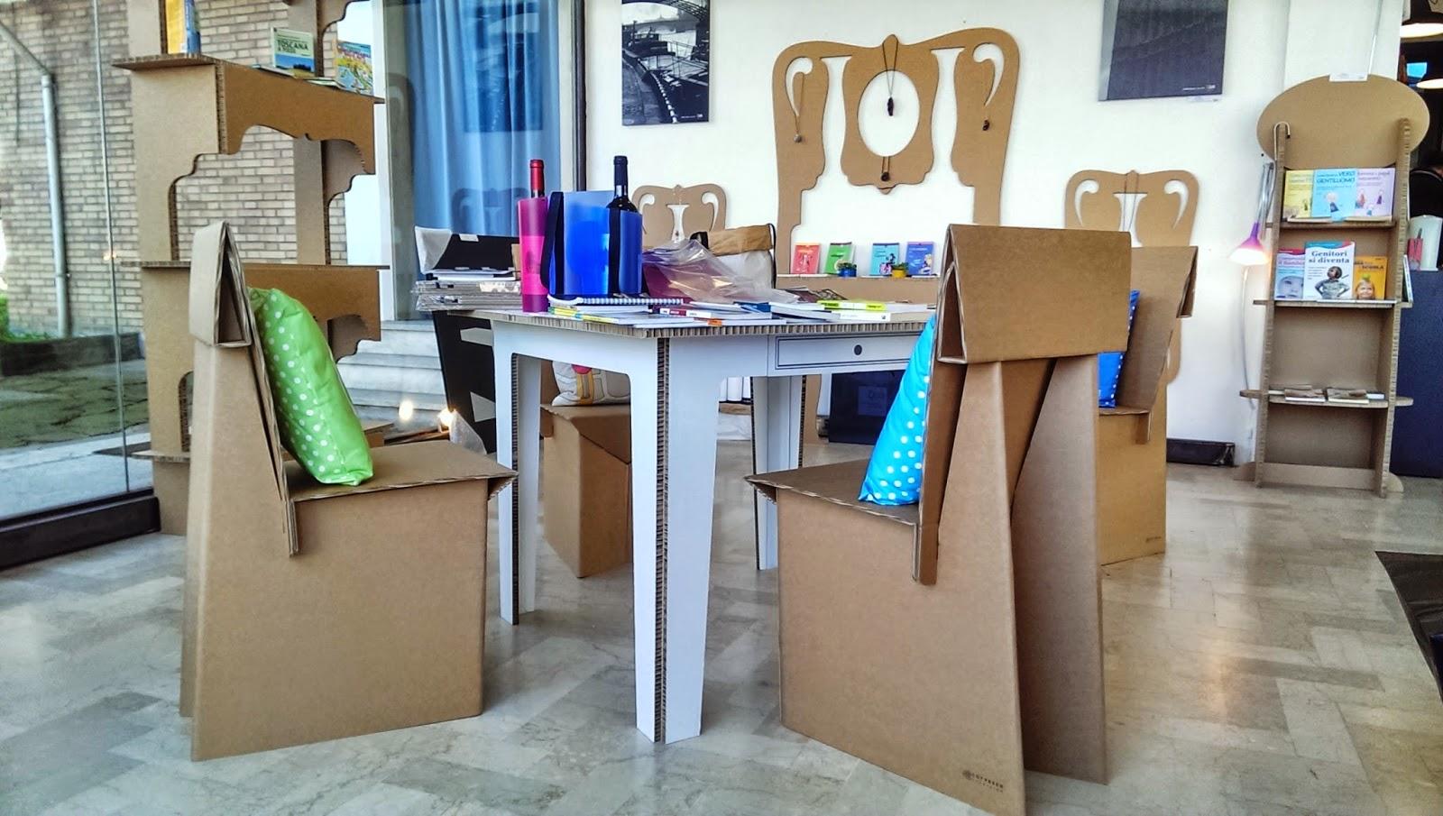 La gatita sotto le due torri i mobili di cartone di qlab apebianca forl - Mobili in cartone ...