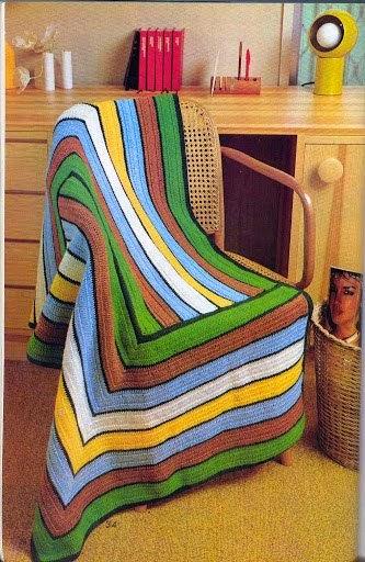 Manta con restos de lana con diseño geométrico