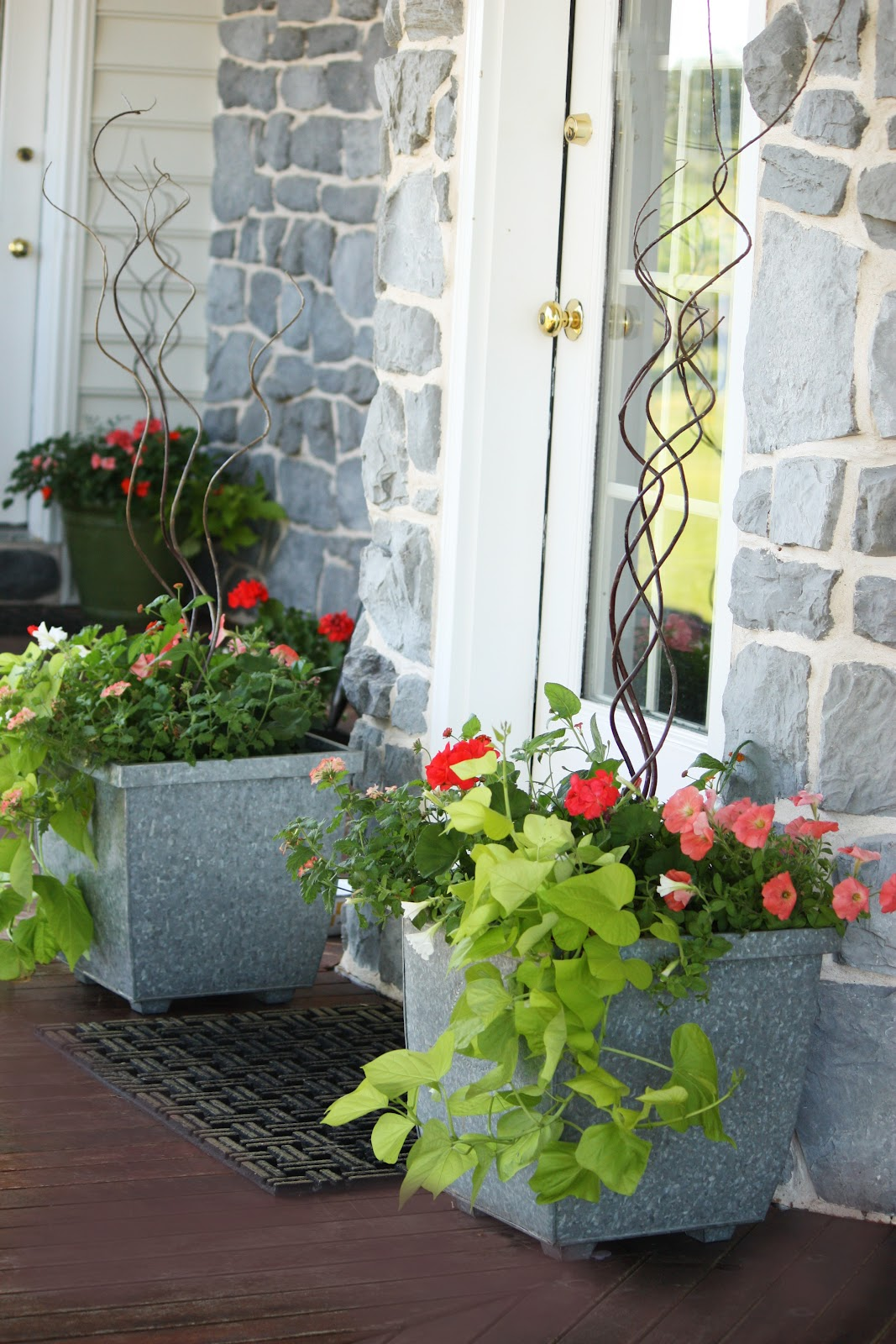 Back porch sitting stonegable for Outdoor decorating with potted plants