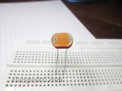 Gambar LDR - Rangkaian Sensor Cahaya LDR untuk Lampu Otomatis
