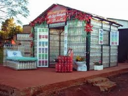 Casas con botellas recicladas ideas de for Casas de plastico para ninos