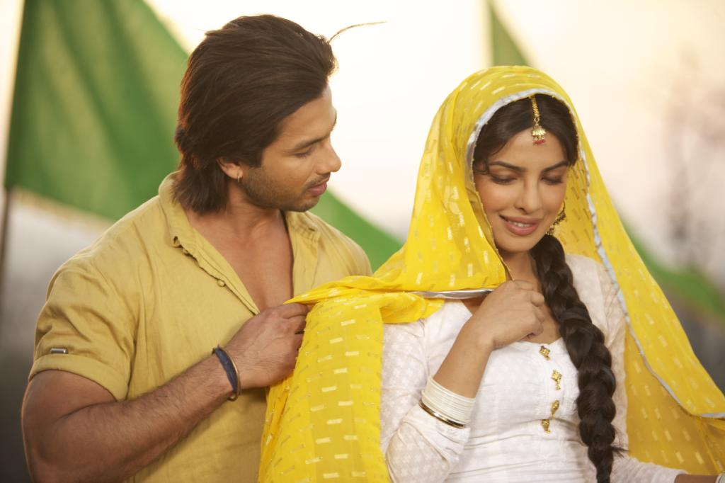 Priyanka chopra is a punjabi kudi white suit and yellow dupatta - (2) - Priyanka chopra & shahid kapoor Teri Meri Kahaani Movie stills and wallpapers(hq)