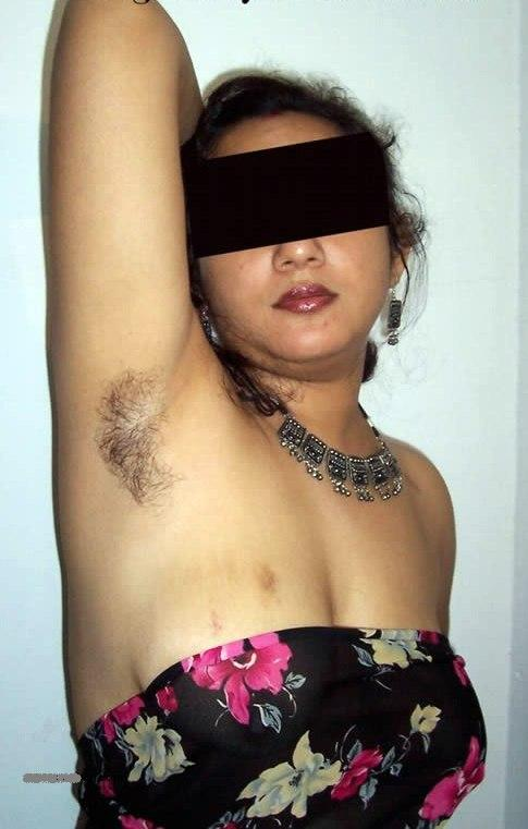 Sey Andhra Aunty Showing Hairy Armpits N Pussy Big Boobs Get Pressed