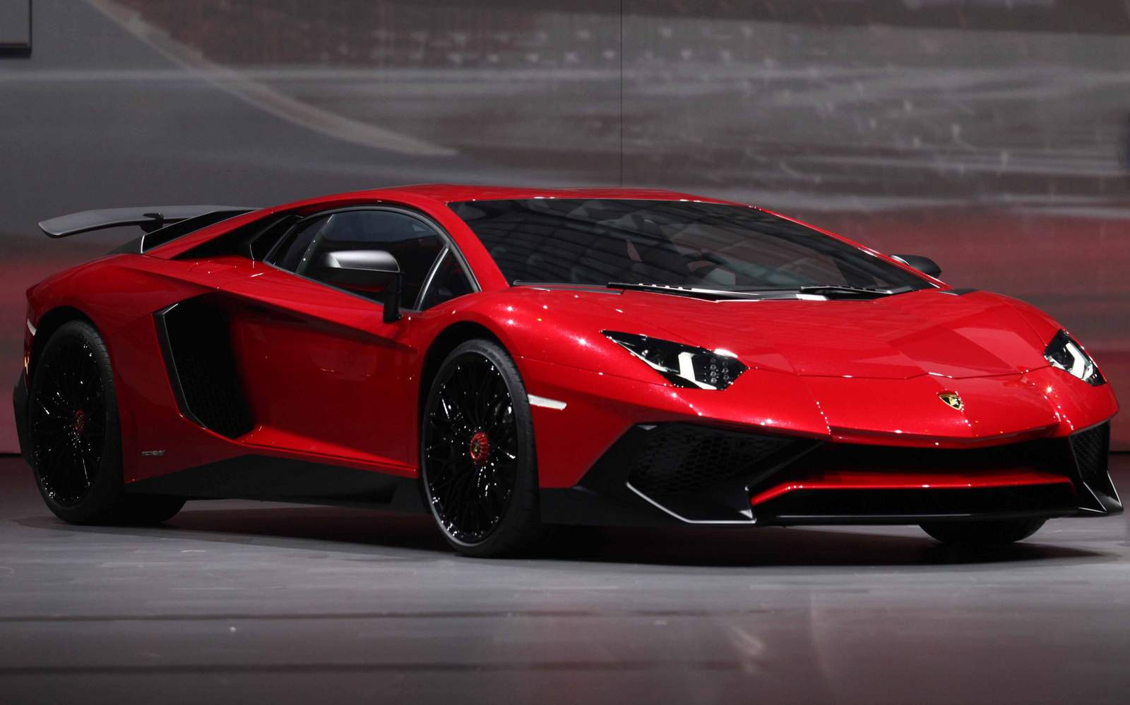 lamborghini huracan e aventador lamborghini comparison. Black Bedroom Furniture Sets. Home Design Ideas