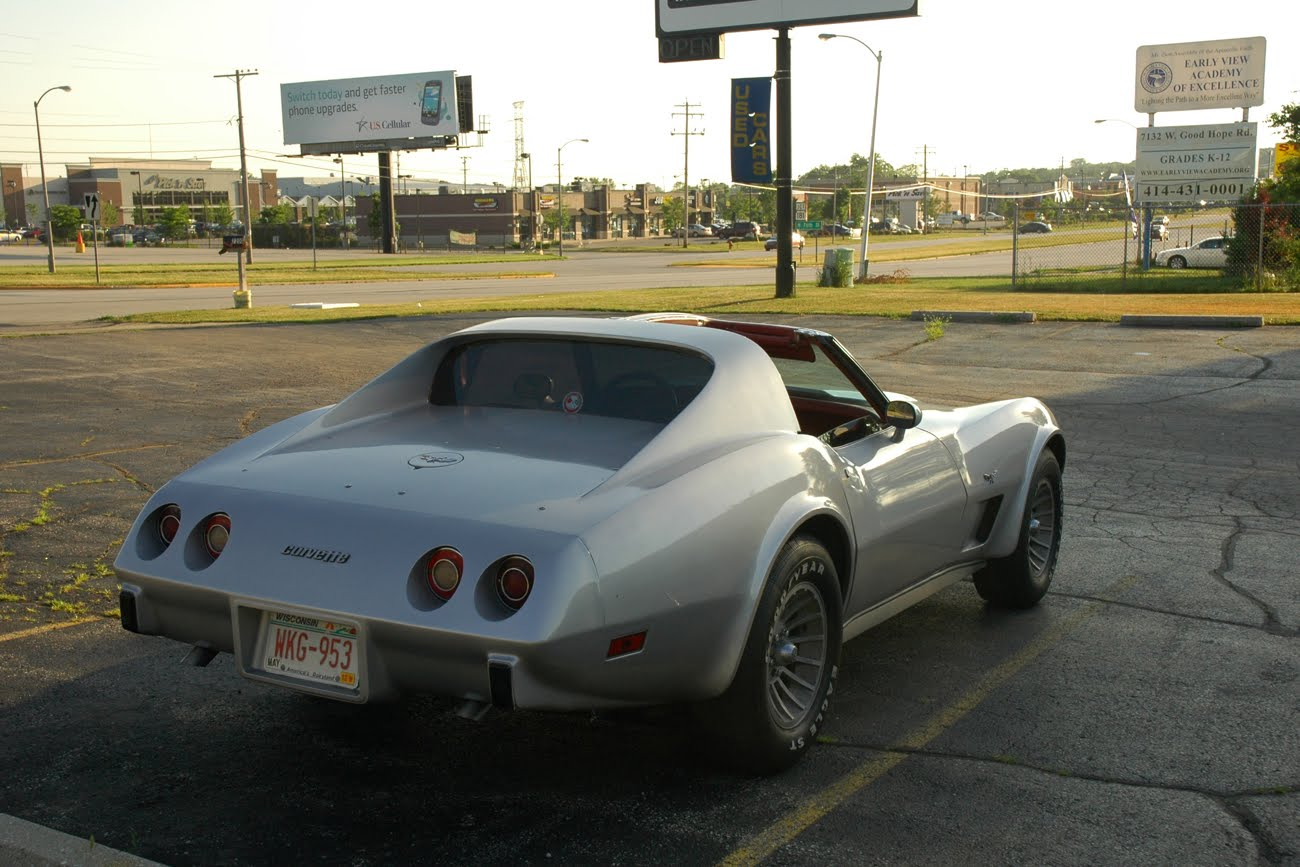 http://4.bp.blogspot.com/-lCWIRtlHxpA/TzM4FuXsO1I/AAAAAAAAORo/EaBjnWPN5g0/s1600/1975-Cherolet-Corvette-Stingray-Sting-Ray-Coupe-C3-Built-in-St-Louis-Missouri-by-General-Motors-GM-L-82-L82-L48-350-cu-in-v8-small-block-2.jpg