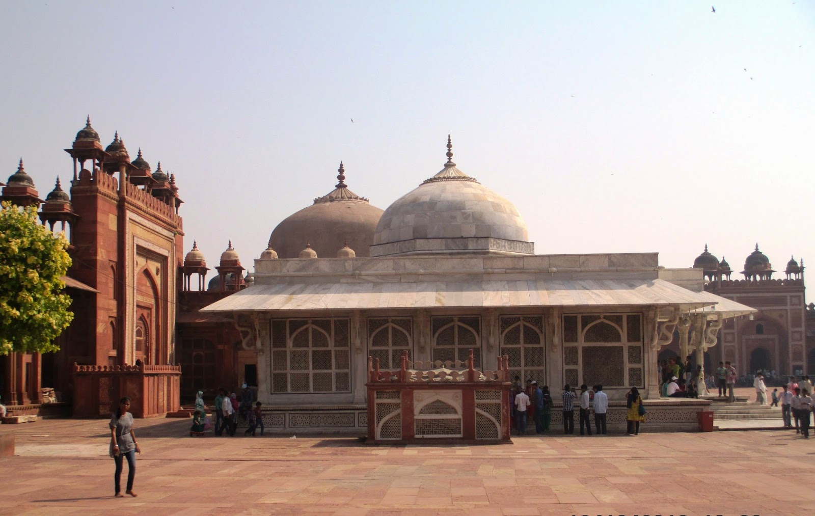 red fort just behind the side tomb of jama masjid essay Find paragraph, long and short essay on red fort (lal quila) for your kids red fort is the fort built of red sandstone by the fifth mughal jama masjid, the.
