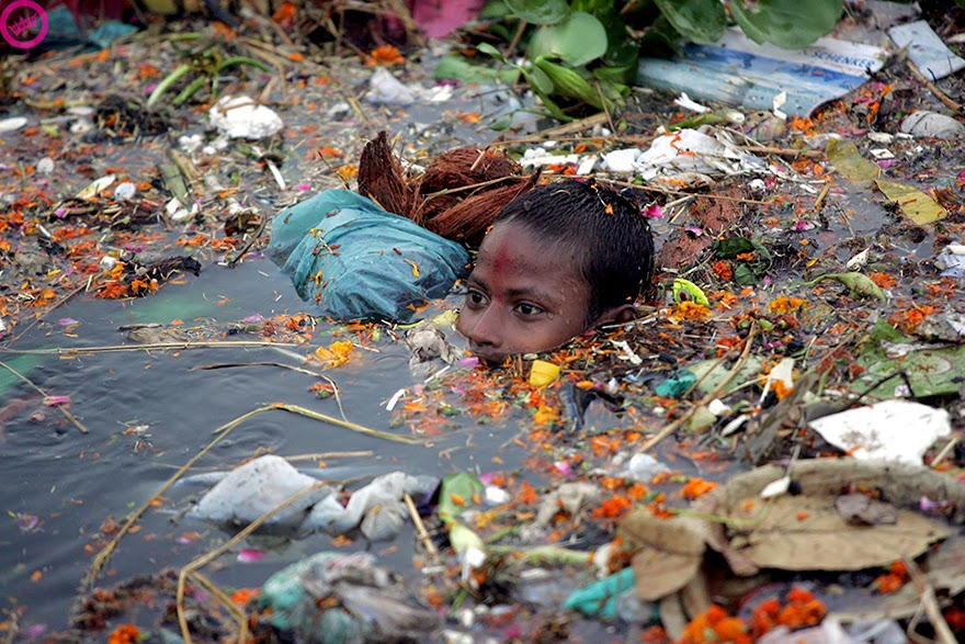 #14 Boy Swimming In Polluted Water In India - 22 Heartbreaking Photos Of Pollution That Will Inspire You To Recycle