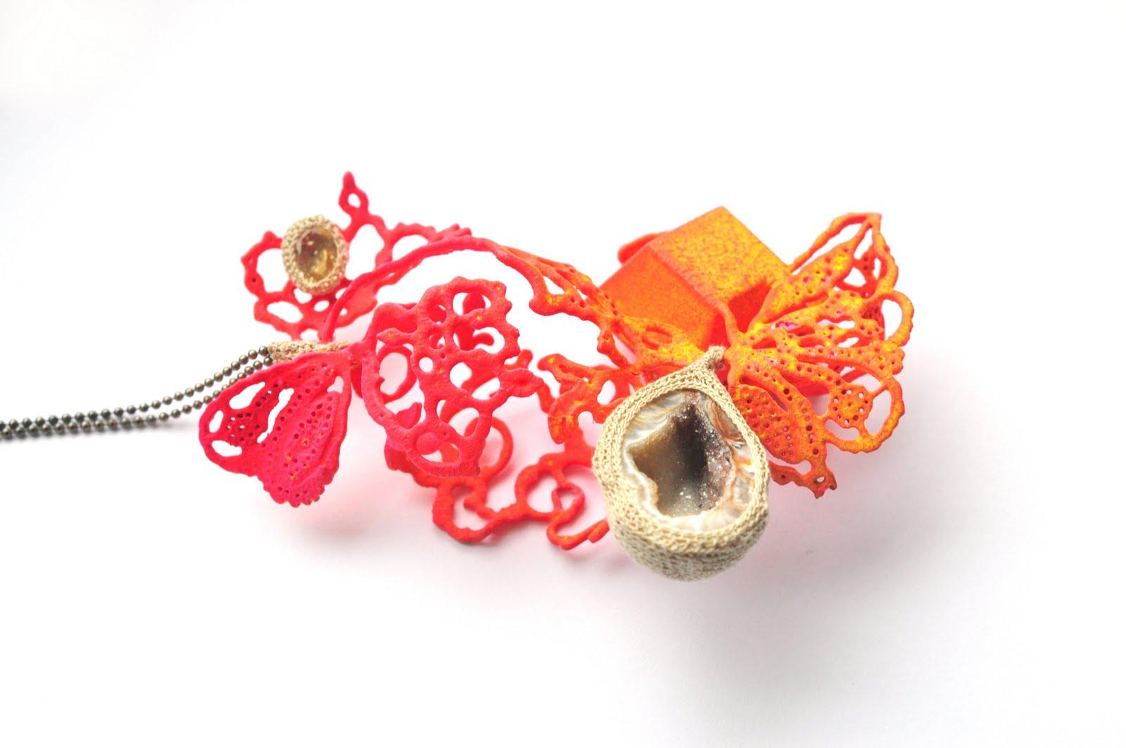 http://4.bp.blogspot.com/-lCx6ODge0GI/TcFGAN5Y32I/AAAAAAAAAII/gW7AmPGmvBM/s1600/necklace1.jpg