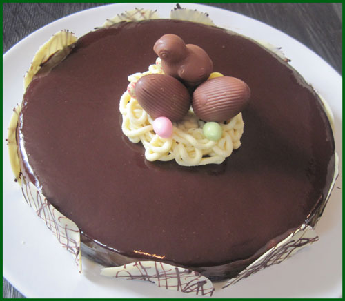 Entremets miroir au chocolat nid de p ques biscuit aux amandes croquant au chocolat et mousse - Recette nid de paques au moka ...