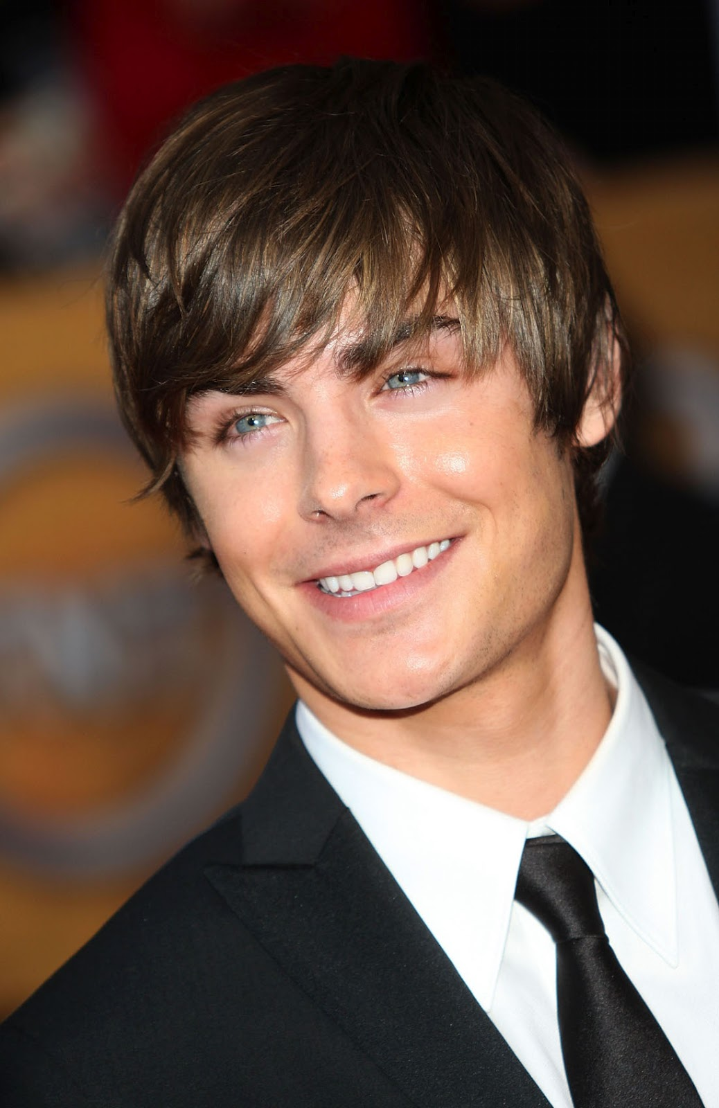 http://4.bp.blogspot.com/-lD7tnc8x5h4/TzwyDP994FI/AAAAAAAANBc/65SoxfuCJ68/s1600/Zac-Efron-Hollywood-Best-Actor.jpg