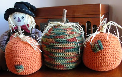 http://crochetcafe.blogspot.com/2011/11/tabletop-pumpkins.html