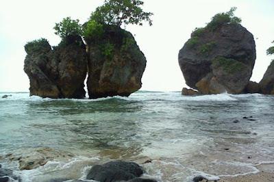 Batu Karang Pantai Pidakan