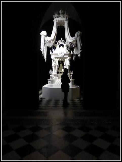 Le roi est mort Versailles cénotaphe Louis XIV Pizzi